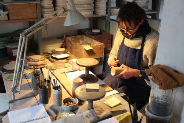 Hjorts Fabrik, i dag en del af Bornholms Museer, har stadig en mindre produktion af keramik med fire ansatte