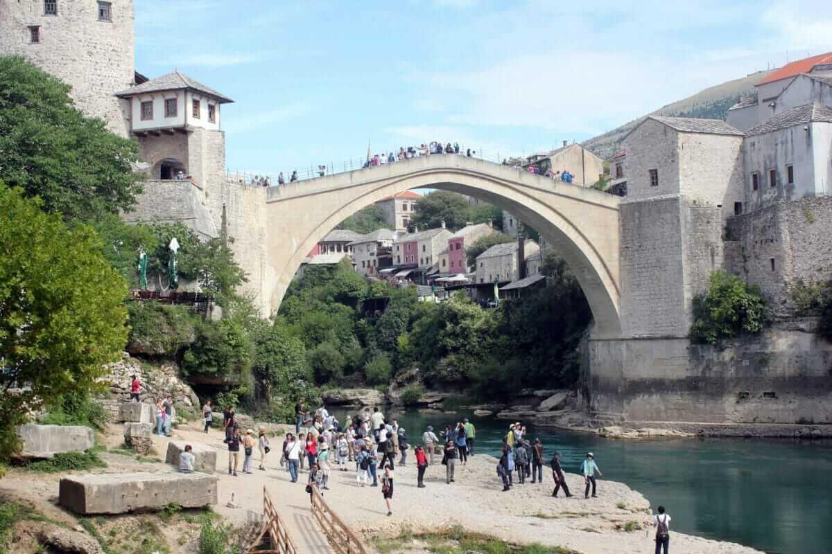 Broen i Mostar, der blev et symbol på borgerkrig