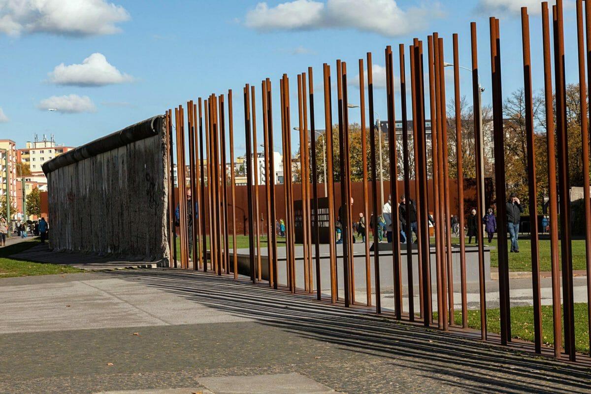 Her lever historien om Berlinmuren