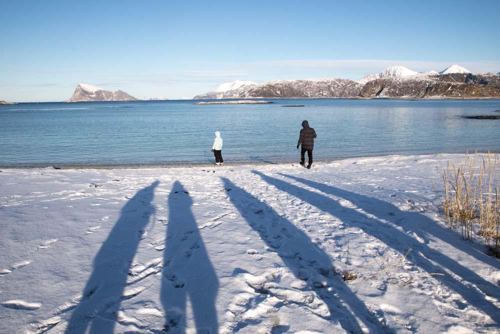 Sommarøya er en lille ø i det nordvestlige Norge. Om vinteren, når solen står lavt, er skyggerne lange