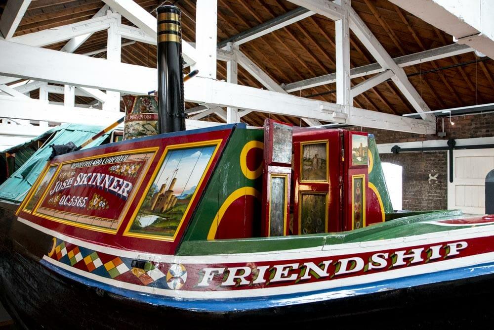 I 1800-tallet opstod en tradition med smukke malede dekorationer på kanalbådene