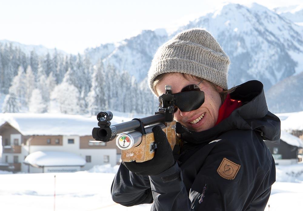 Skiskydnings turister i Tyrol