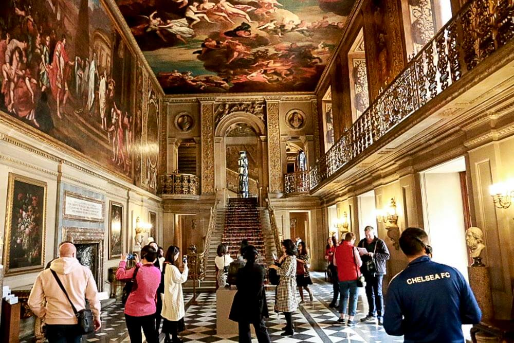 Chatsworth House, the Painted Hall hvor malerierne viser episoder fra Cæsars liv